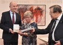 "MP Woidke (SPD) receives DVD edition ""Children of Golzow"