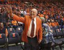 Lou Henson, who led Illinois basketball to the 1989 Final Four, dies at 88